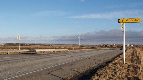 VINDMØLLE: Slik kan det bli sjåande ut med ei vindmølle på Friestad sør i Hå. Utbyggjaren er klar til å gå i gang, Hå kommune seier at dei ikkje automatisk er positive, dersom det må søkjast konsesjon på ny.