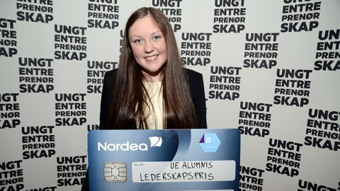 Elina Helland Pedersen, dagleg leiar i InforME UB, vann UE Alumnis leiarskapspris på NM for Ungdomsbedrifter.