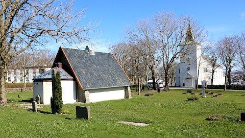 Her bør den nye kyrkja plasserast, meiner Klepp kommune, soknerådet og biskopen. Dagens bårehus må truleg uansett fjernast. Riksantikvaren ser føre seg parkeringsplassar i dette området.