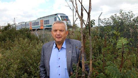 I dag suser toget forbi Kviamarka. Mons Skrettingland, ordførar i Hå, vil jobbe aktivt for eit togstopp ved næringsområdet, men han trur det ligg litt fram i tid.
