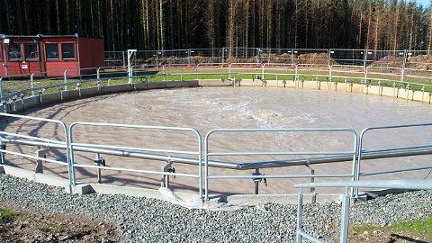 Reinsebassenga på Grødaland har det alt for travelt. Dei handsamar mellom anna avløpsvatn frå industrien i Kviamarka.