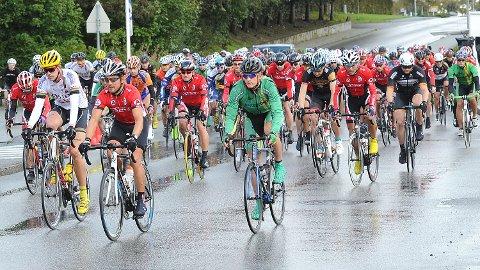 Her legger de 167 syklistene ut på den 90 km lange haustturen.