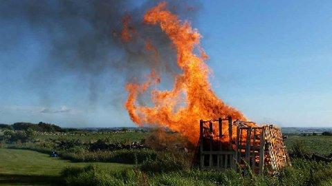 FORBOD: Hå brannvesen legg ned totalforbod mot bål. Forbodet gjeld til regnet kjem.
