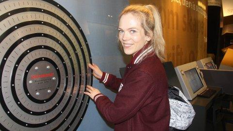STORFINT BESØK: Ane Dahl Torp la turen innom Garborgsenteret i forbindelse med sin oppsetning av Haugtussa i Storstova tirsdag kveld.