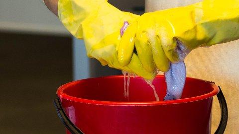MINDRE VASK: Den foreslåtte innsparingen, på 339.000 kroner i året, betyr at rengjøringshjelpen som hovedregel kommer hver tredje uke, istedenfor annen hver.
