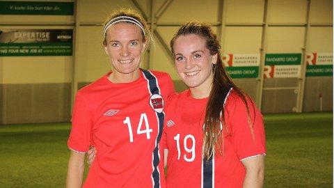 Gry Tofte Ims (t.v.) og Hege Hansen fotografert etter torsdagens landskamp.