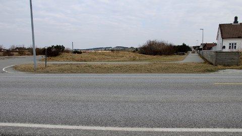 Her kjem gang- og sykkelveg under fylkesveg 44 nord for Brusand.