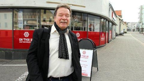 John-Egel Hatlevik i Svanedal AS har kjøpt Bolmehuset og har planar om å utvikla eit prosjekt med bustader og handel. Men det skjer ikkje med det første.