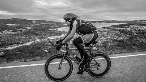 MINUSGRADER: Da Jørn S. Sivertsen syklet over Hardangervidda den første lørdagen i august, var det minusgrader på det kaldeste.