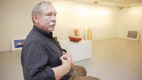 Gunnar Torvund debuterte på Høstutstillingen allereie i 1971. Til heimtraktene i Hå har han teke med seg litografi og skulpturar både frå notida og tidlegare i karrieren.
