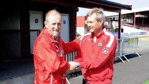 Kjell Olav Stangeland (t.v.) ønskes velkommen av trener Gaute Larsen.