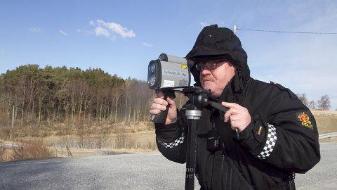 Politibetent Lars Aase er nøgd med resultata frå trafikkontrollen på Eikeland.