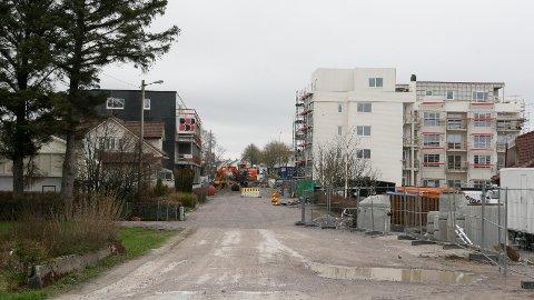 Slik såg det ut då Vigrestad si første bustadblokk var under bygging. Kommuneplanen set rammer for vidare utbygging i Hå.