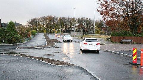Opstadvegen på Nærbø er gjort så smal at det er vanskeleg for store lastebilar å koma fram til Montér Nærbø med last.