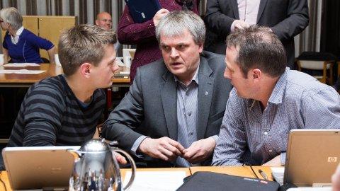 ENIGE TIL SLUTT: Klepp-politikerne skal utrede alternative spareforslag, og utsetter foreløpig bussing av de yngste Bore-elevene til Vasshus skule. Fra venstre: Roar Lima Grødeland (Sp), Oalv Røysland (H) og Einar Erga (Ap).