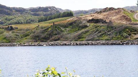 Grunneigar Arne Osland har fått pålegg om å fjerna vegen langs Oslandsvatnet. (Arkivfoto)