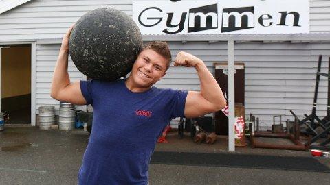 STERK MANN: Anders Hauge Hognestad set pris på å vera ein del av Gymmen Strongmanteam.