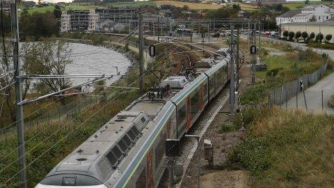 Det nye jernbanesporet kan bli bygd opptil ein kilometer frå dagens togline på store deler av strekninga mellom Ganddal og Nærbø.