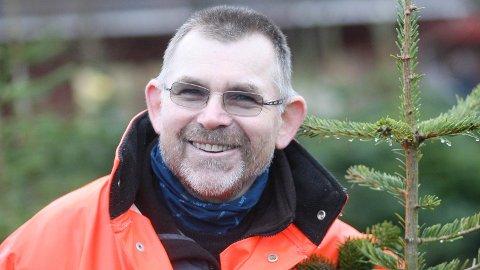 Juletredyrkar Torleif Hodne fekk seg ein skikkeleg opptur då politikarane samrøystes sa ja til utviding av juletreproduksjonen hans. (Arkivfoto: Åge Bjørnevik)