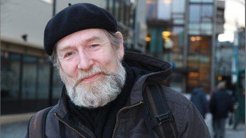 Helge Torvund blir tildelt Wergelands åre.
