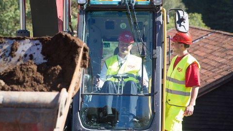 Mandag var samferdselsminister Ketil Solvik-Olsen med på åpningen av Risas nye lærlingsenter på Heskestad.  Til høyre lærling Simon Østrem.