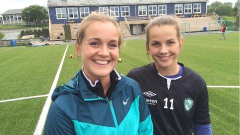 Hege Hansen (t.v.) og Tuva Hansen møtes på Avaldsnes lørdag ettermiddag.