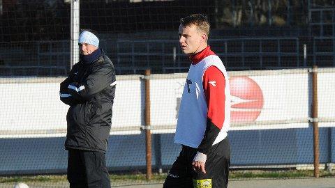 Marius Lode og Ole Hjelmhaug (i bakgrunnen) på dagens Bryne-trening.