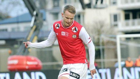 Marius Lode i aksjon mot Fredrikstad i siste serierunde. Var det hans siste kamp for Bryne?