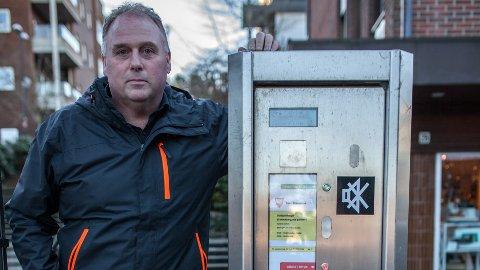 PARKERINGSAUTOMATAR: Avdelingsleiar Ole Bjørn Maråk reknar med mange klager og telefonar som følgje av den nye parkeringsordninga.