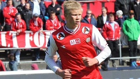 Reidar B. Thu mener at Erling Braut Håland bør holde seg i Bryne FK en stund til.