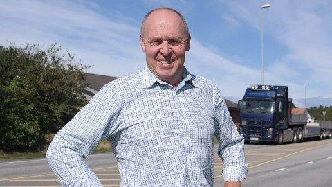 Arne Bergsvåg, leder i Samferdselsutvalget vil at Hjem-jobb-hjem skal gjelde for flere kommuner.