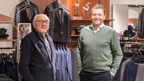 Paul Arnoll Aadnesen er glad for at barnebarnet Paul Arne har tatt over den tradisjonsrike klesbutikken på Nærbø.