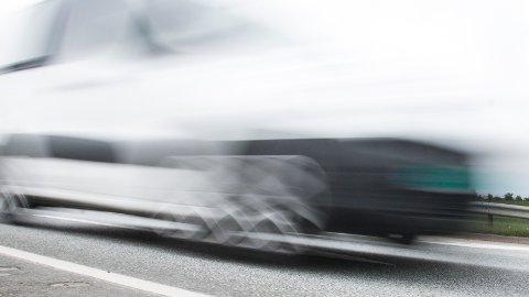 20-åringen innrømmet å ha kjørt noe fortere enn fartsgrensen, men nektet for å ha ha kjørt 136 kilometer i timen.