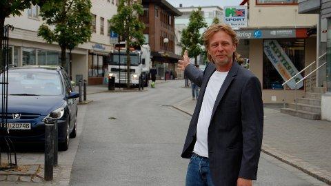 Leder Christian Stabel er i dag Brynebyens eneste ansatte. Nå ønsker styret å utvide bemanningen med 50 prosent.
