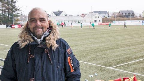 Tor Inge Dahl håper på godt publikumsoppmøte under hjemmekampene på Klepp stadion. Her er han på tribunen under lørdagens trening.