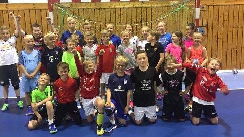 Glade håndballbarn på Klepps håndballskole den første skoleferieuka.
