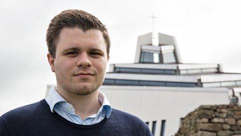 Benjamin Aarsland Erikstad er Høgre-politikar og medlem av Den norske kyrkja. Han håper at kommunestyret i Hå vil engasjere seg for likekjønna vigsel i dei lokale kyrkjene.