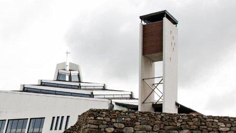 Soknemøtet i Nærbø kyrkje har nekta å ta i bruk den nye liturgien for vigsle, men nå har soknerådet valt å akseptere instruksen frå biskopen.