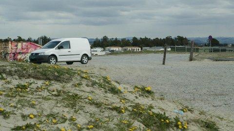 Da parkeringen ved Borestranden var full, parkerte sandnesmannen i et landskapsvernområde. For ordens skyld: Bilen på bildet har ingen ting med saken å gjøre.