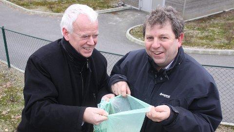 Terje Mjåtveit (t.h.) brukte mykje tid på å jobbe for Grødaland-utbygginga. Her saman med IVAR-direktør Kjell Øyvind Pedersen.