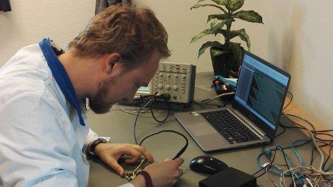 Ivar Egeland har hatt ansvaret for å utvikle krypteringsmodulen til satellitten.