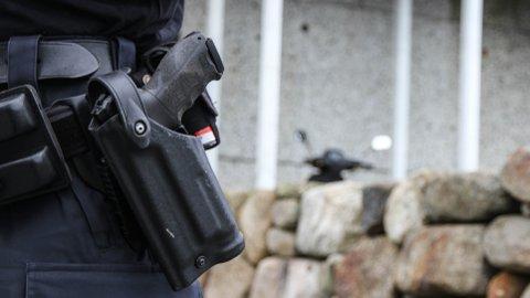 Tirsdag var væpnet politi på jakt etter mannen, som var på frifot til han møtte opp frivillig på Klepp lensmannskontor onsdag.