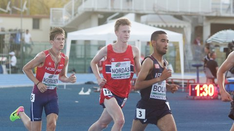 Narve Gilje Nordås i aksjon under lørdagens 5.000 meter i U20-EM. Til venstre klubbkollega Jakob Ingebrigtsen, som tok gull på distansen.