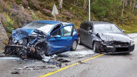 Det var store skader på bilene involvert i ulykken på E39. Foto: Avisen Agder/Leserbilde