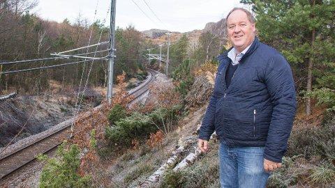 Leif Erik Egaas, varaordfører i Eigersund (H), vil legge fylkesvei 44 i ny trasé langs Jærbanen mellom Hellvik og Sirevåg.