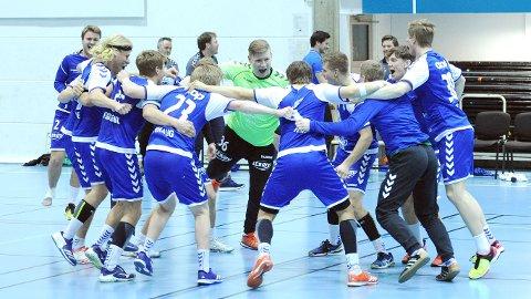 Nærbø-spillerne feirer cupfinaleplassen etter den strålende andreomgangen i Bækkelagshallen.