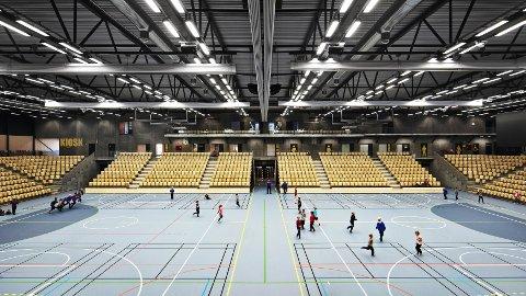 Sotra Arena har trekkspel-tribunar, som gjer at hallen både kan brukast som dobbel treningsflate og som kamparena med 4000 tilskodarar.