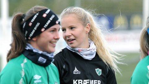 Sandra Simonsen på en Klepp-trening tidligere i høst. i forgrunnen ser vi Tuva Hansen.