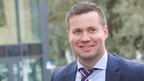 Geir Pollestad fekk oppfylt begge ønska sine: å få halda fram i næringskomiteen på Stortinget og å få halda fram som komiteleiar.