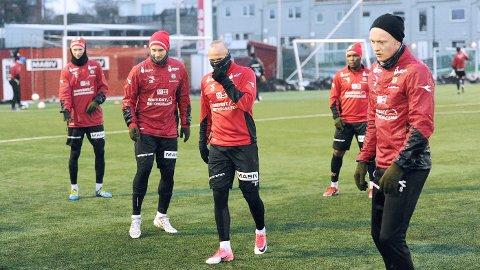 Pål Fjelde (f.v.), Mads Bøgild, Omar Fonstad El Ghaouti, Paul Addo og Erik Rosland er klar for årets første treningskamp. Av disse fem spillerne, var det bare Mads Bøgild som var delaktig i Brynes jakt på opprykk i fjor. Addo ble skadet tidlig. El Ghaouti og Rosland er nye av året, mens Fjelde er tilbake i Bryne etter et år i Skottland og på Færøyene.